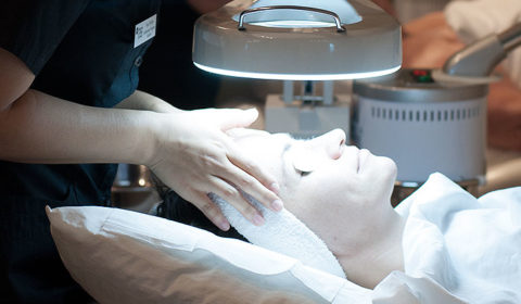 Relaxing facial treatment